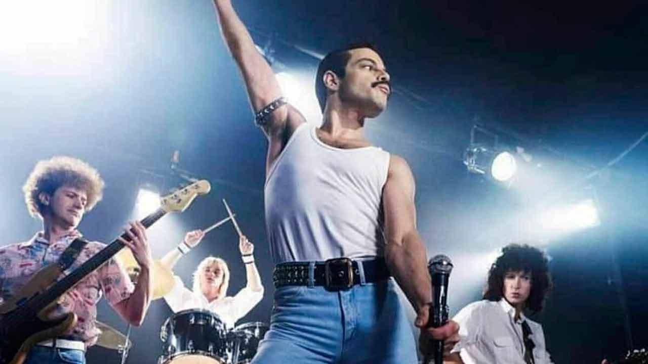 Freddie Mercury interpretado por Rami Malek en la película Bohemian Rhapsody