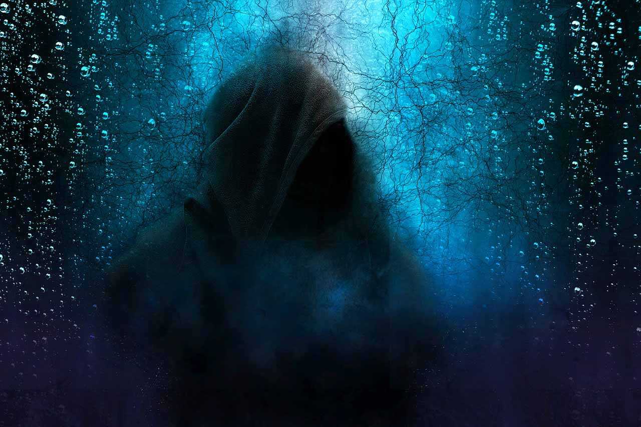 La aparición del ser de túnica negra