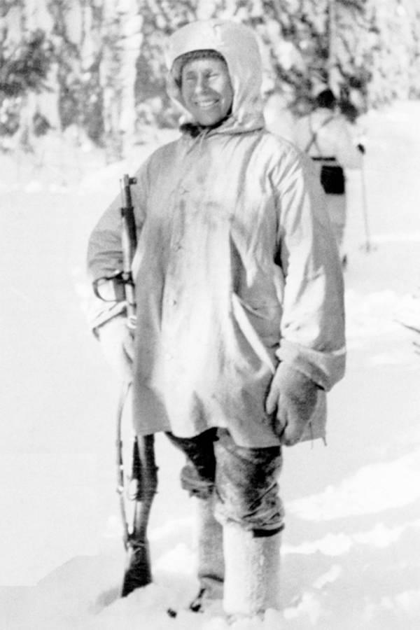 El francotirador Simo Häyhä con su rifle