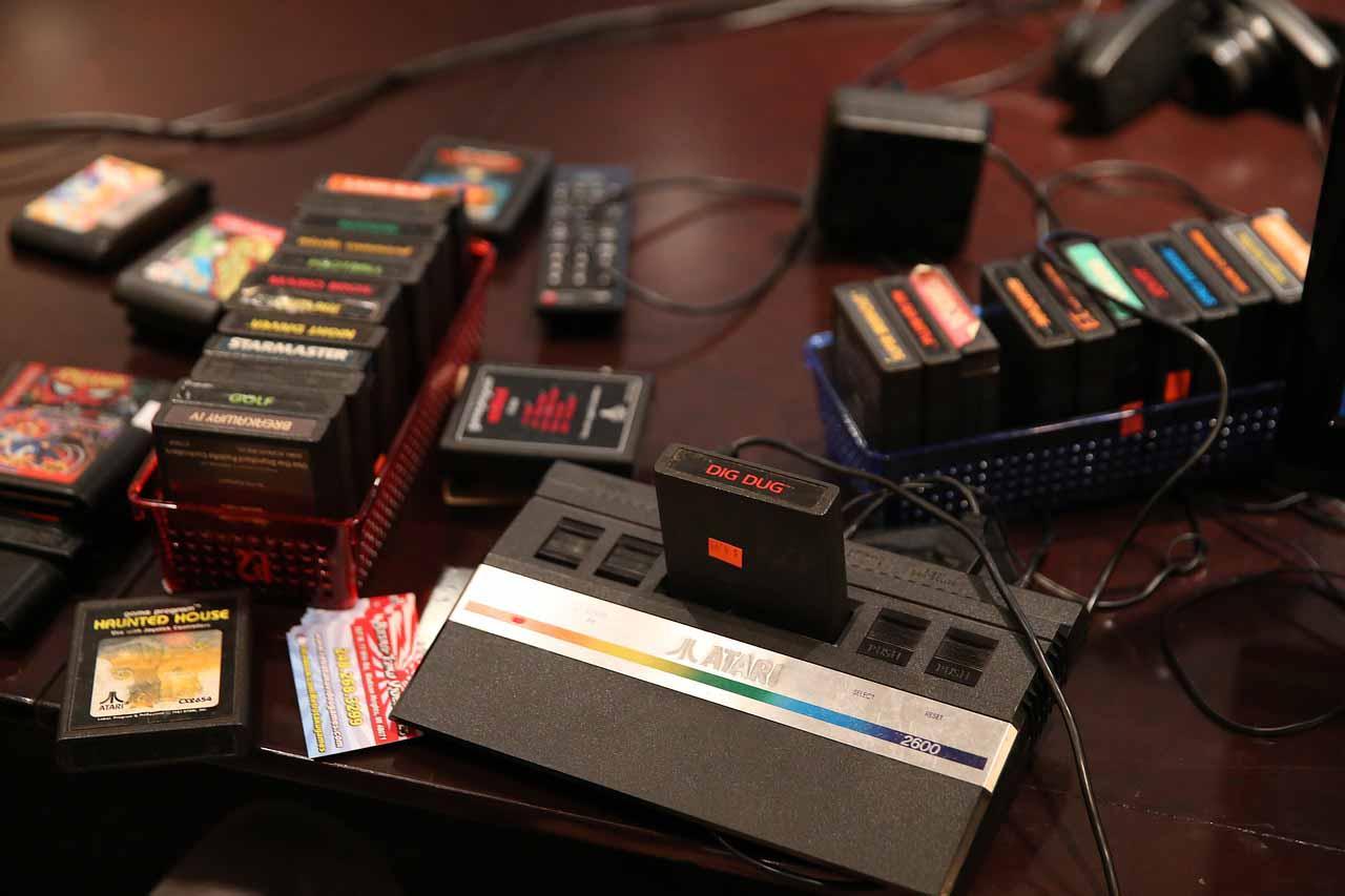 Atari con videojuegos