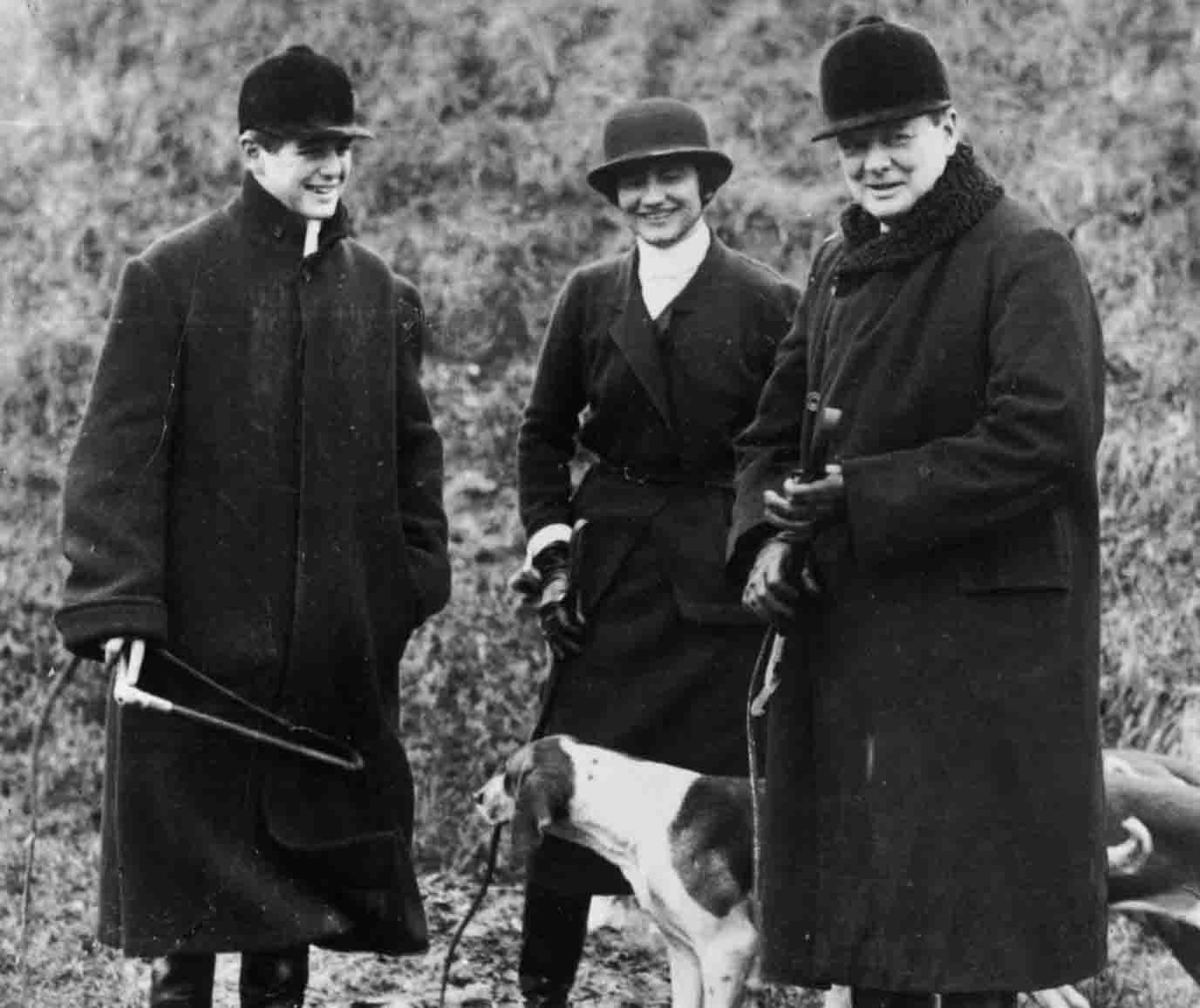 Coco Chanel con el duque de Westminster y Winston Churchil