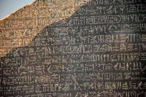 Grabados jeroglíficos de la Piedra de Rosetta