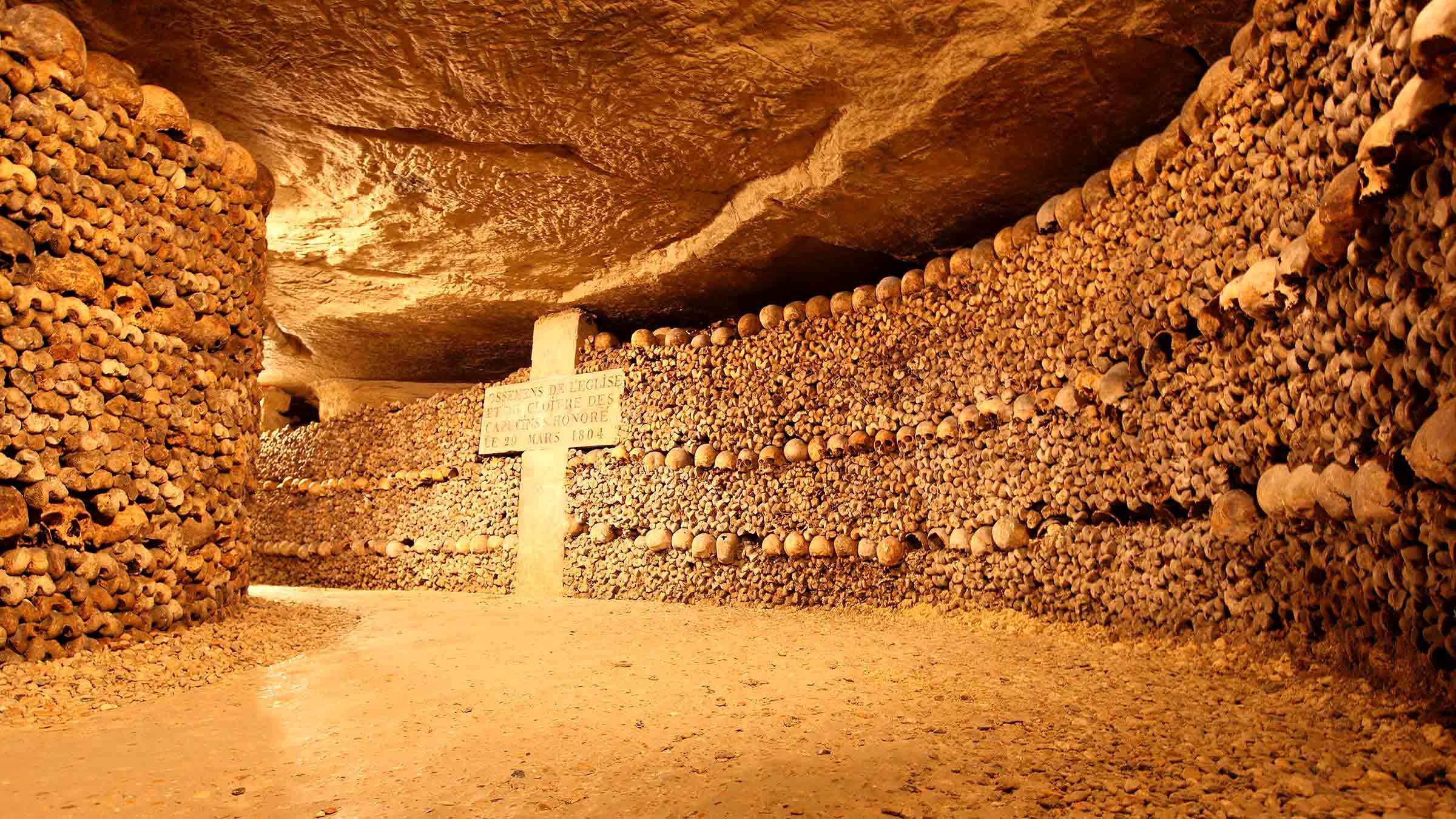 El aspecto de los túneles de las Catacumbas de París