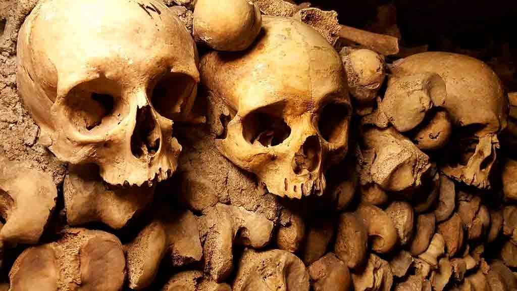 Detalle de los huesos de las catacumbas