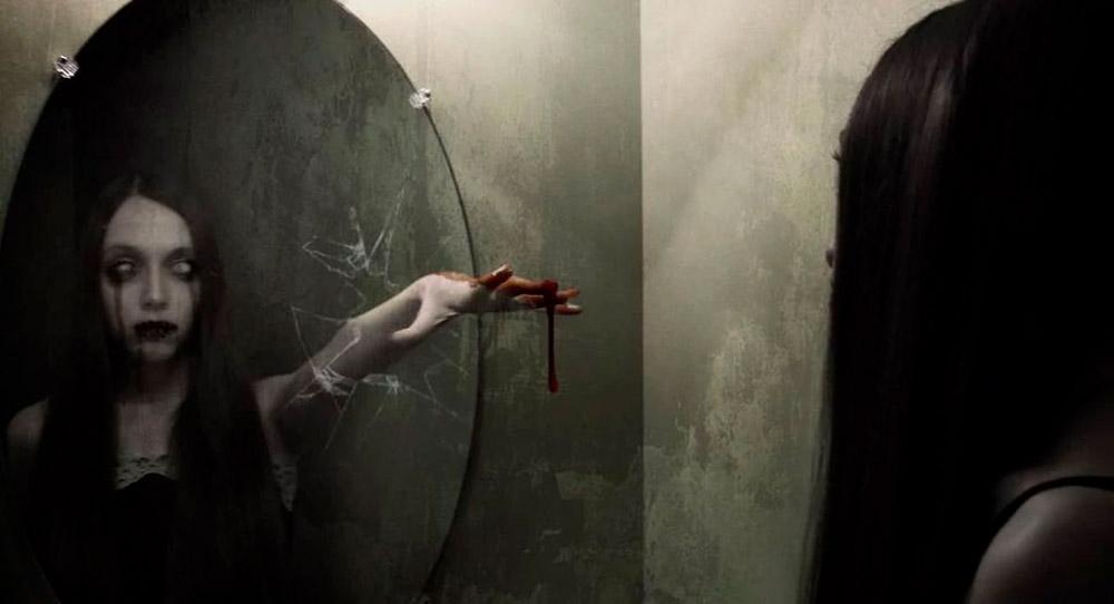Bloody Mary, la leyenda de la niña del espejo