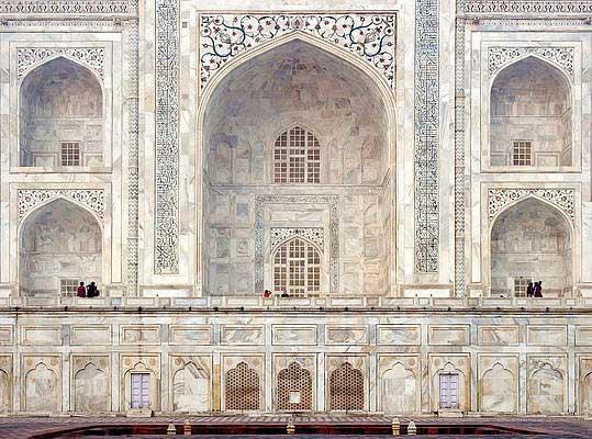 Caligrafía árabe inscrita en la estructura del Taj Mahal