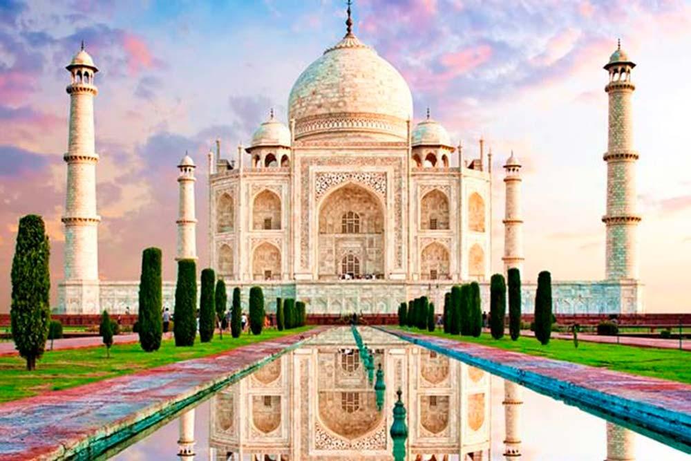 El imponente monumento de la India, el Taj Mahal