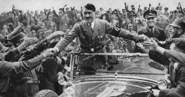 El regreso de Adolf Hitler tras haber sobrevivido al atentado