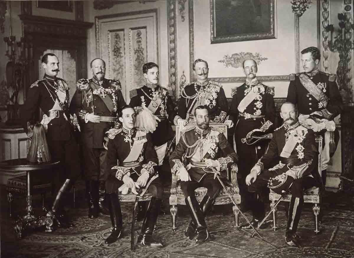 La fotografía insólita de los nueve reyes de mayo de 1910