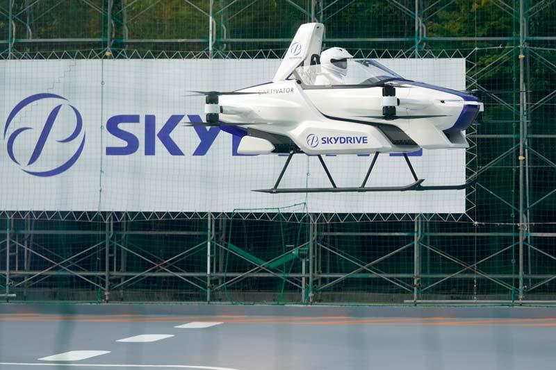 El primer modelo de SkyDrive realizando pruebas de vuelo