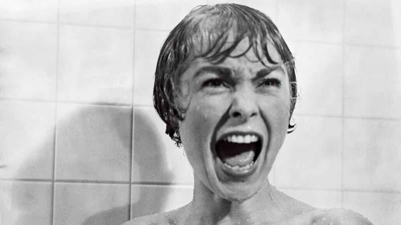 Escena típica de Psicosis de Alfred Hitchcock, considerada cine de culto y un clásico de la industria