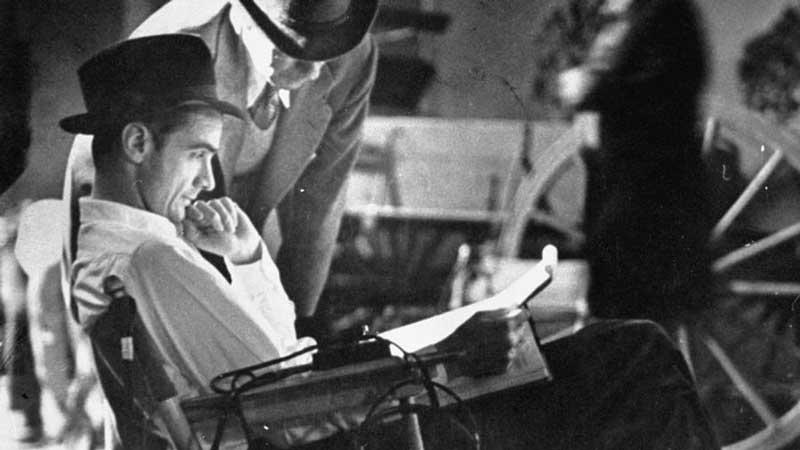 Howard Hughes en el set de rodaje de una película