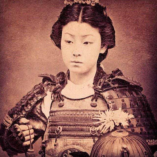 Fotografía de una de las onna bugeisha más célebres de Japón