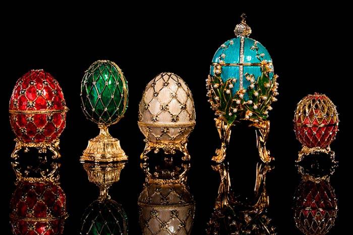 Algunos de los Huevos de Fabergé expuestos en el museo del Kremlin