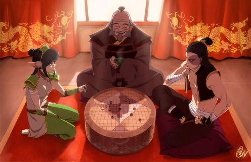 Los personajes de Avatar Toph y Zuko jugando a Pai Sho ante el tío Iroh