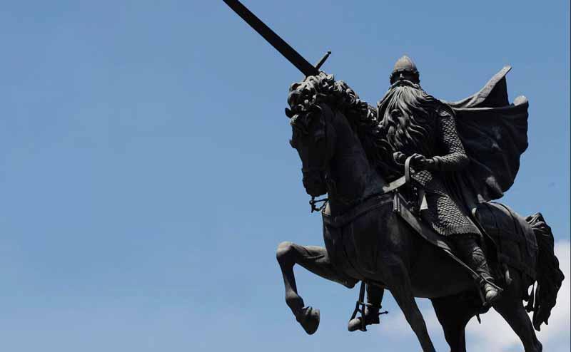 Estátua sita en Burgos de El Cid sobre Babieca
