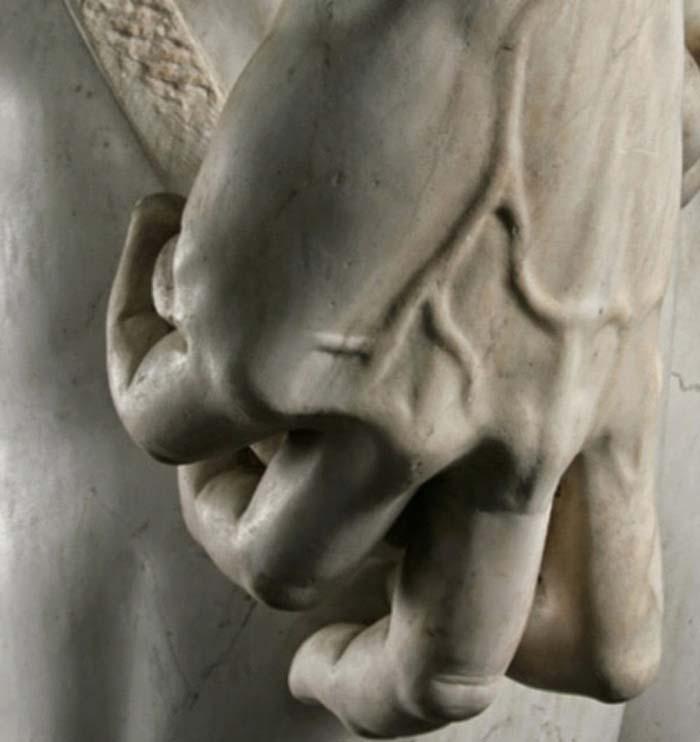 Detalles de la escultura, la mano del David