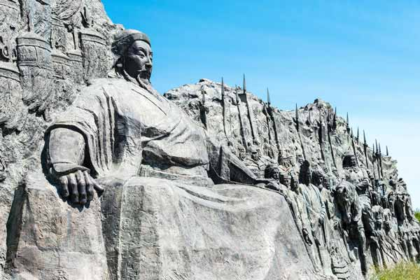 Estatua de Kublai Khan en China