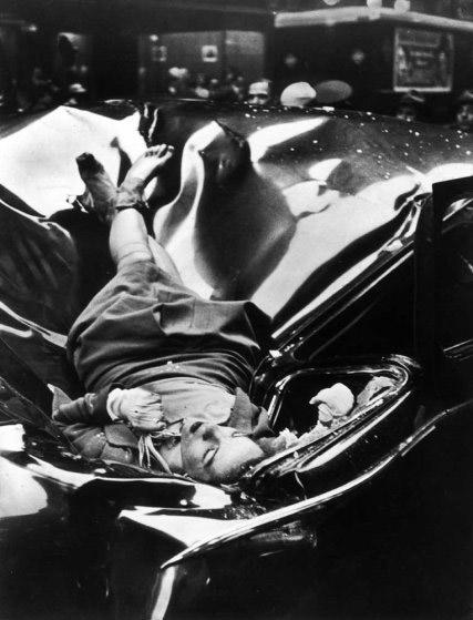 Fotografía del cuerpo de Evelyn McHale tomada por Robert C. Wiles el 1 de mayo de 1947
