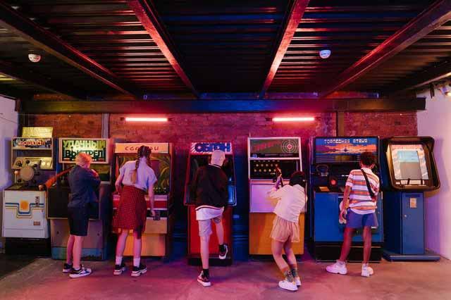 Máquinas de arcade de diferentes juegos