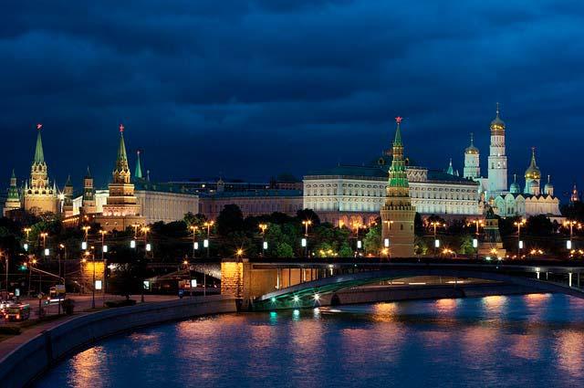 Vista nocturna del Kremlin de Moscú