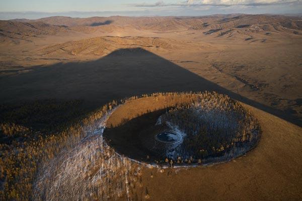 Cráter provocado por la caída de un asteroide