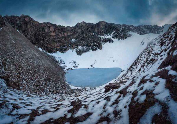 El misterio de los 600 esqueletos en el lago Roopkund del Himalaya