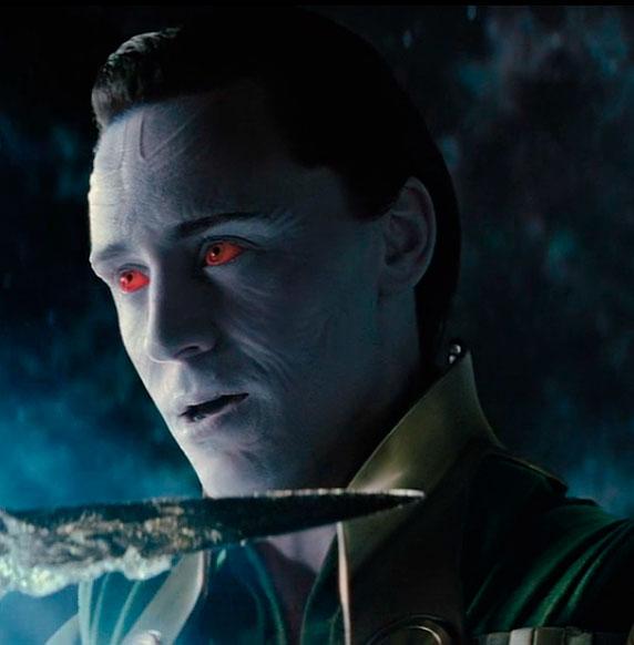 Escena de la película Thor con Loki como gigante de hielo