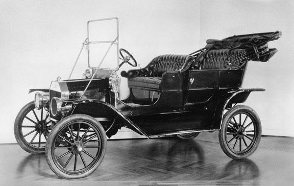 El Modelo T de Henry Ford de 1908 posterior al de Benz