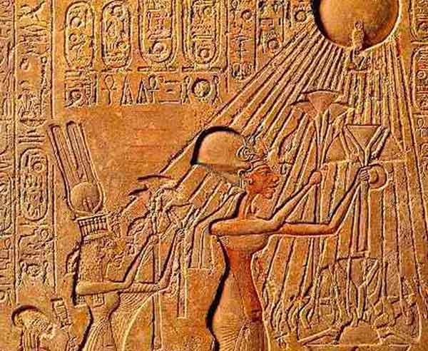 El faraón Akenatón, padre de Tutankamón