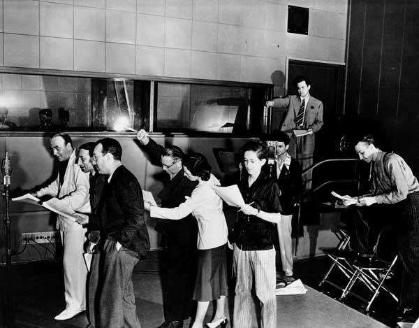 Componentes de la compañía de teatro Mercury en las instalaciones de la CBS
