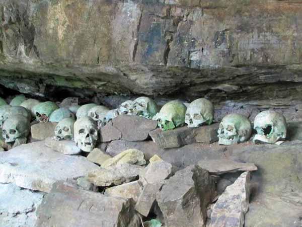 Cueva con cráneos