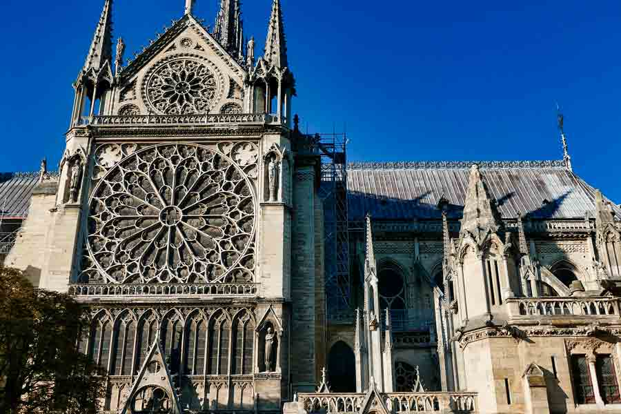 Las puertas de Notre Dame y la inspiración del diablo