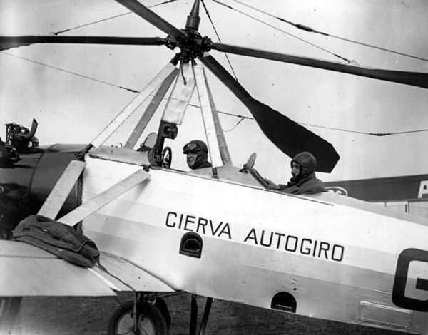 Fotografía lateral del autogiro