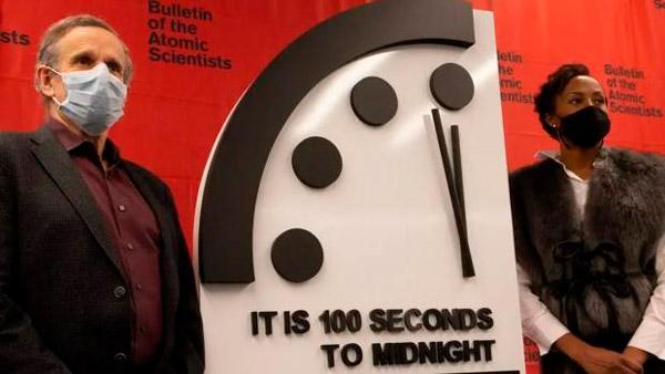 La posición actual del reloj, a 100 segundos de medianoche