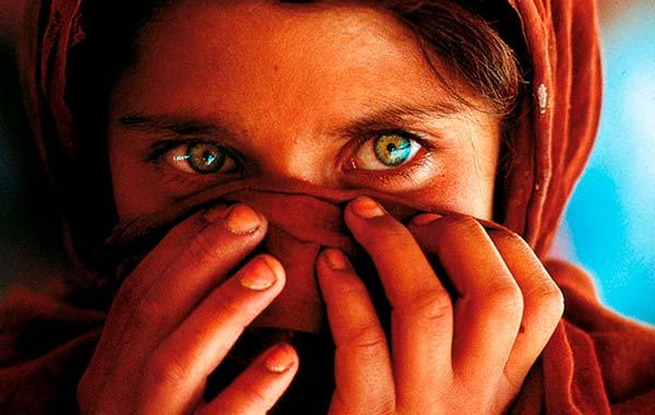 La primera imagen seleccionada para la portada de la revista, tomada también por Steve McCurry