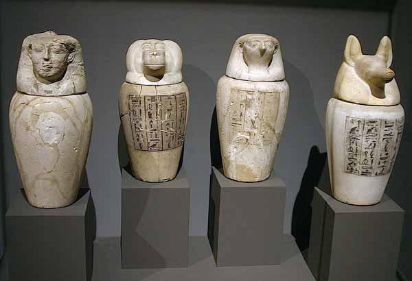 Los vasos canopos en representación de los Hijos de Horus