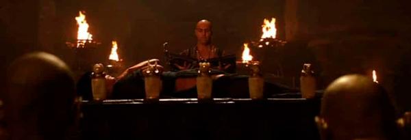 Escena de La Momia en donde se muestran los vasos canopos