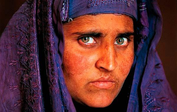 Fotografía de Sharbat Gula veinte años después