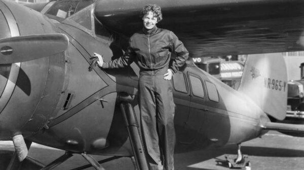 Los logros y la desaparición de Amelia Earhart, la primera mujer en conquistar la aviación
