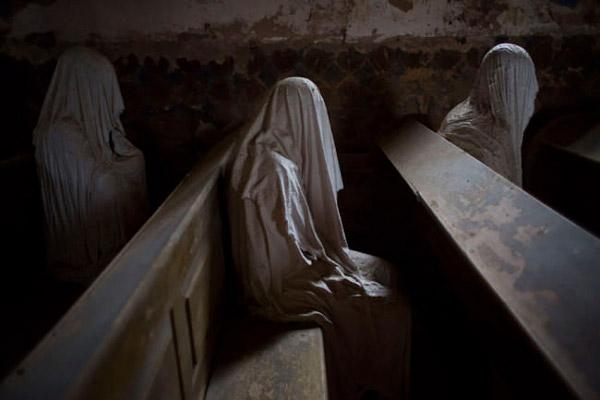 El aspecto tenebroso de los fantasmas de la iglesia de San Jorge