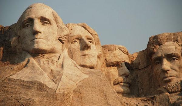 Detalle de los ojos y expresiones de los cuatro presidentes en el Monte Rushmore