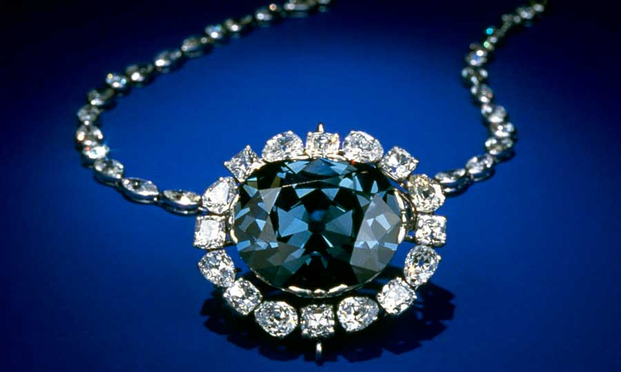 La historia del diamante Hope, la misteriosa piedra maldita
