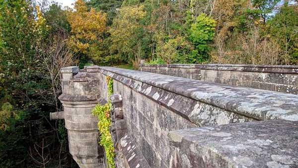Fotografía de la cubierta del Puente Overtoun
